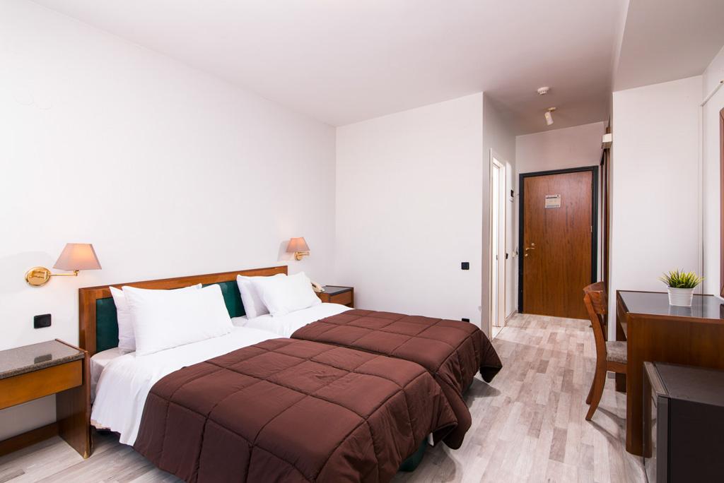 double-room-economy-3